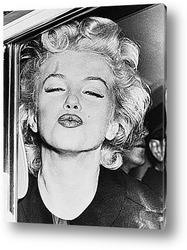Постер Мерелин Монро посылающая поцелуй.